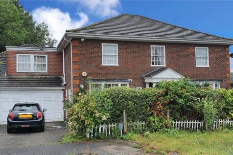 Grantham Close, Edgware, HA8. 5 bedroom detached house