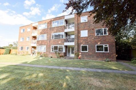 Carlton Road, Sidcup. 3 bedroom ground floor flat