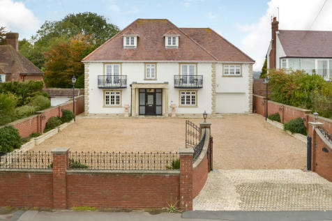 Cosham, Hampshire. 5 bedroom detached house for sale
