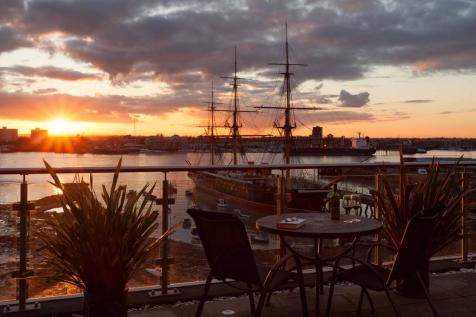 Old Portsmouth, Hampshire. 2 bedroom penthouse