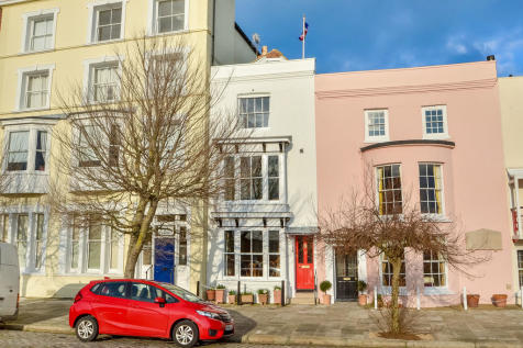 Old Portsmouth, Hampshire. 4 bedroom town house