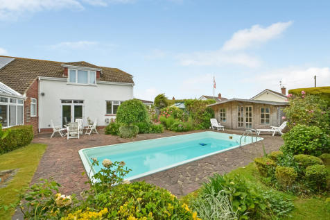 Hayling Island, Hampshrie. 6 bedroom detached house for sale
