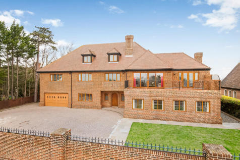 Cosham, Hampshire. 6 bedroom detached house