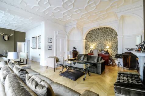 Courtfield Gardens, South Kensington, London, SW5. 4 bedroom flat