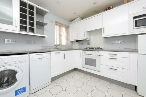 Rickard Close, Oakwood Park, Hendon. 3 bedroom end of terrace house