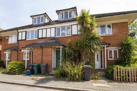 Alwyn Gardens, Hendon, LONDON, NW4. 4 bedroom terraced house