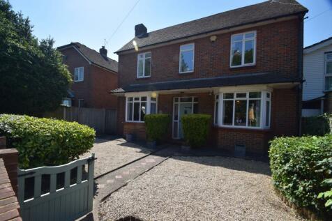 Maidstone Road, Rainham, Gillingham, ME8. 4 bedroom detached house