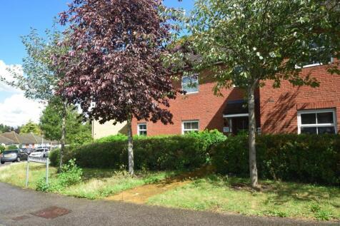 Plantation Road, Gillingham, ME7. 2 bedroom apartment