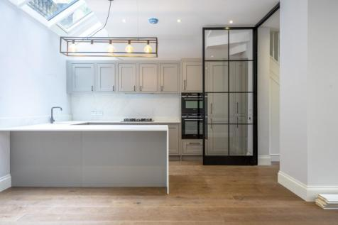 Queen's Gate Place Mews London SW7. 4 bedroom mews house