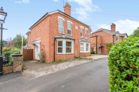 Halfpenny Lane Sunningdale SL5. 3 bedroom semi-detached house