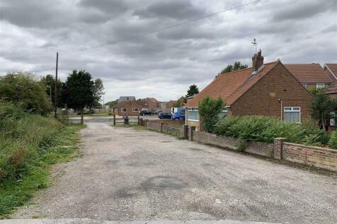 126/128, Market Weighton. Land for sale