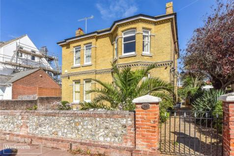 Winchester Road, Worthing, West Sussex, BN11. 4 bedroom detached house