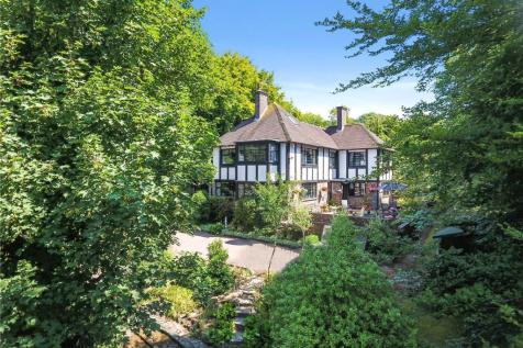 The Heights, Worthing, West Sussex, BN14. 6 bedroom detached house