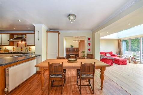 St. Lawrence Avenue, Worthing, BN14. 5 bedroom house for sale