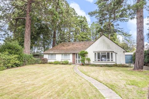 The Drive, Chichester, PO19. 3 bedroom detached bungalow