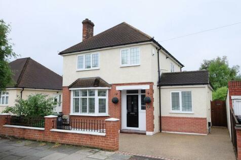 Carrington Road, Dartford. 3 bedroom detached house
