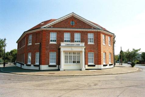 Coronation Court, Green Road, Newmarket, Suffolk, CB8. 2 bedroom apartment