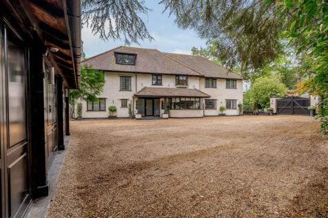 Dean Close, Pyrford, Surrey. 5 bedroom detached house for sale