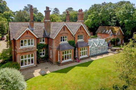 Poles Lane, Thundridge, Hertfordshire. 5 bedroom detached house for sale