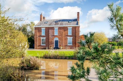 Middlewich Road, Minshull Vernon, Crewe. 6 bedroom detached house for sale