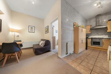 Old York Road, London, SW18. 1 bedroom flat
