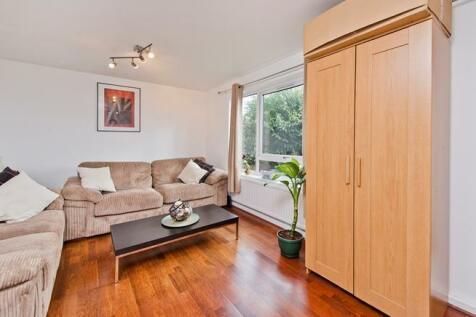Greyhound Road, London, W6. 2 bedroom flat