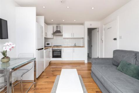 Queensway, London, W2. 1 bedroom flat