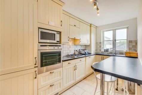 Brompton Park Crescent, London, SW6. 2 bedroom flat