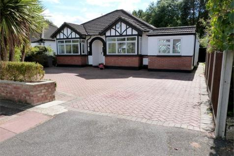 The Chase, Ickenham, Middlesex. 3 bedroom detached bungalow