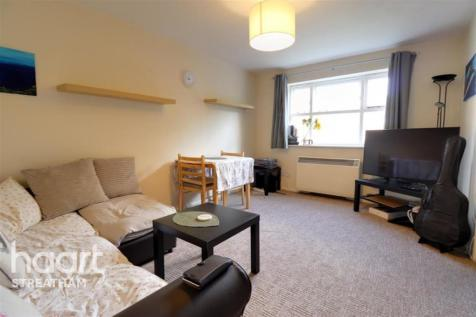 Molyneux Drive, SW17. 1 bedroom flat