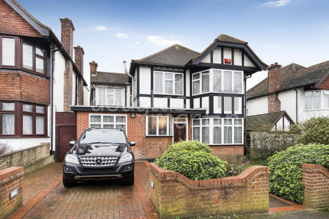 Edgeworth Avenue, London NW4. 4 bedroom detached house
