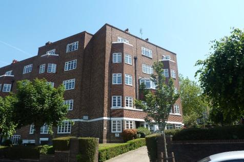 St. Mark's Hill, Surbiton, Surrey, KT6. 3 bedroom flat