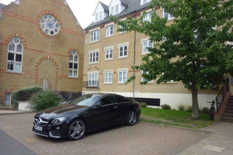 WATFORD, Badminton House. 2 bedroom flat