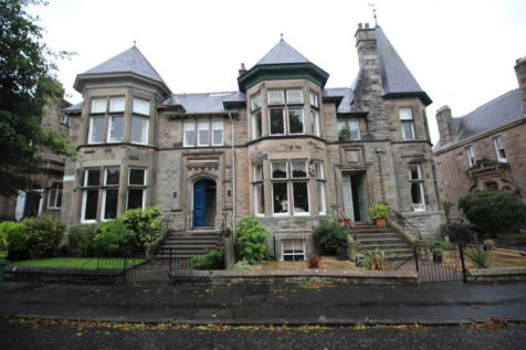13 Victoria Square, Kings Park, Stirling, FK8 2RB. 4 bedroom apartment