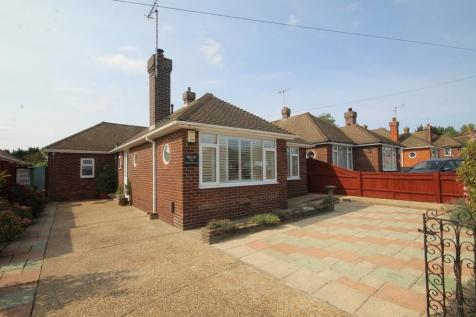 Exmoor Crescent, Worthing BN13 2PN. 2 bedroom detached bungalow