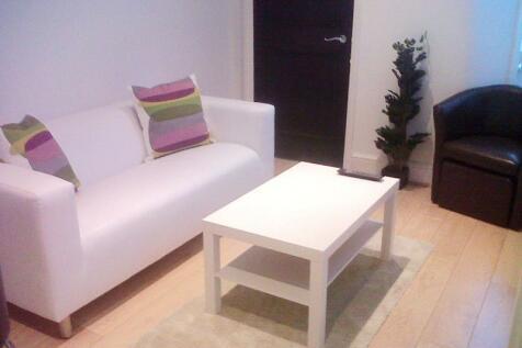 Castletown Rd, West Kensington, London, W14 9HF. 3 bedroom flat