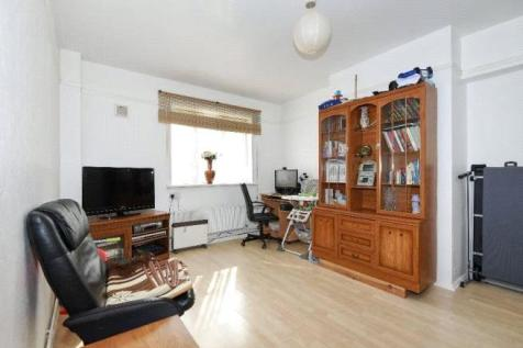 Swinburne Court, Basingdon Way, London, SE5. 1 bedroom apartment