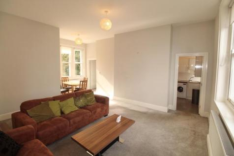 The Hollies, Weetwood Lane, LS16 5NZ. 2 bedroom apartment