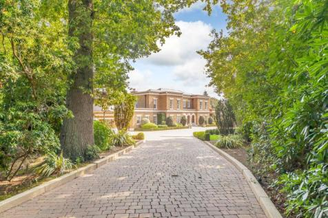 Gorse Hill Road, Wentworth Estate. 6 bedroom detached house