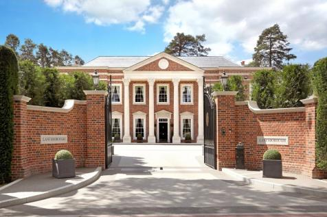 West Drive, Wentworth Estate. 5 bedroom detached house