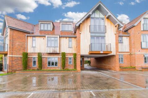 Manor Hall, Manor Road, Chigwell. 2 bedroom flat