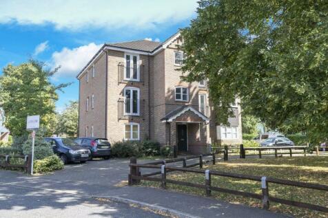 School House Gardens, Loughton. 2 bedroom flat