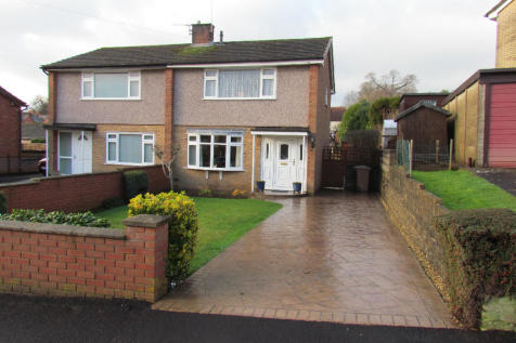 Vyrnwy Road, Oswestry, Shropshire, SY11. 2 bedroom semi-detached house for sale