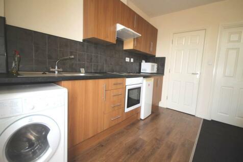 Claremont, Bradford,. Studio flat