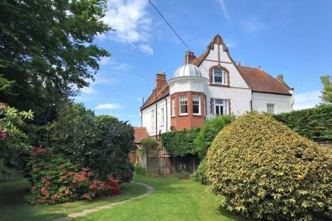 Manor Road, Sidmouth. 3 bedroom flat