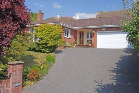 Knowle Gardens, Sidmouth. 3 bedroom detached bungalow