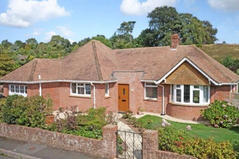 Manor Close, Sidmouth. 2 bedroom detached bungalow