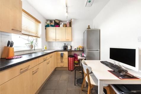 North End Road, London, W14. 1 bedroom apartment