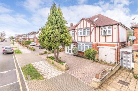 Dalkeith Grove, Stanmore, HA7. 6 bedroom detached house