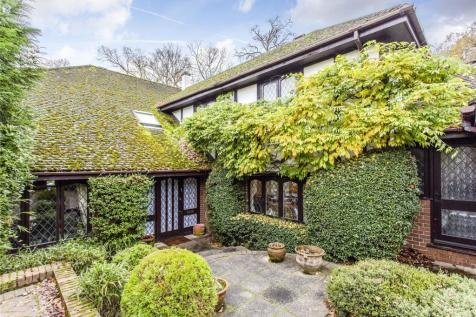 Fallowfield, Stanmore, HA7. 5 bedroom detached house for sale